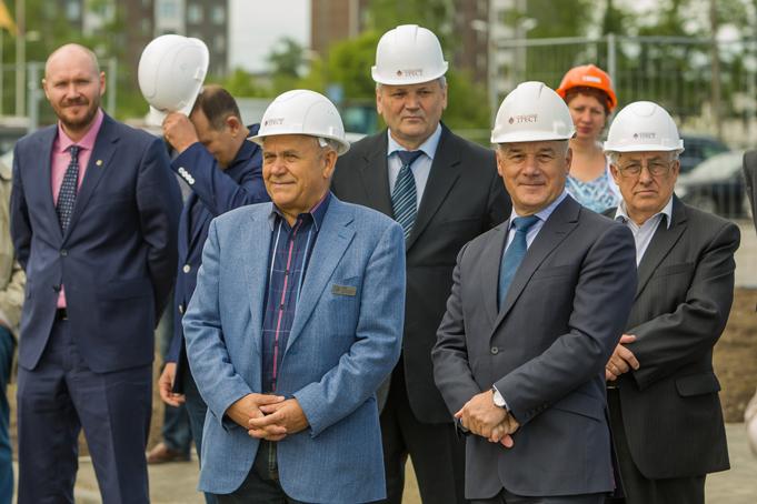 Торжественное завершение строительства первого этапа Питерского проспекта в пос. Новоселье фото 36
