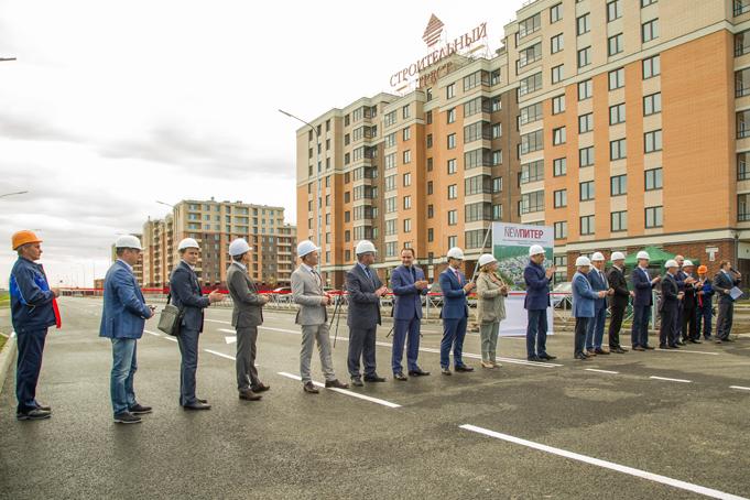 Торжественное завершение строительства первого этапа Питерского проспекта в пос. Новоселье фото 24