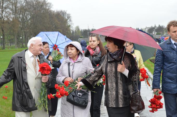 «Строительный трест» возлагает цветы к Пискаревскому мемориалу фото 20