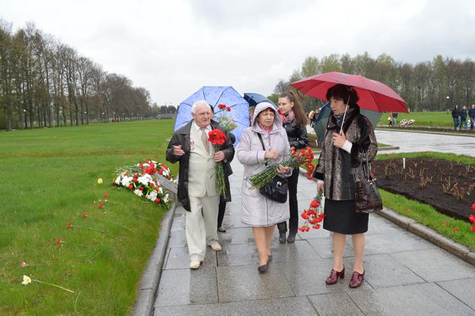 «Строительный трест» возлагает цветы к Пискаревскому мемориалу фото 28