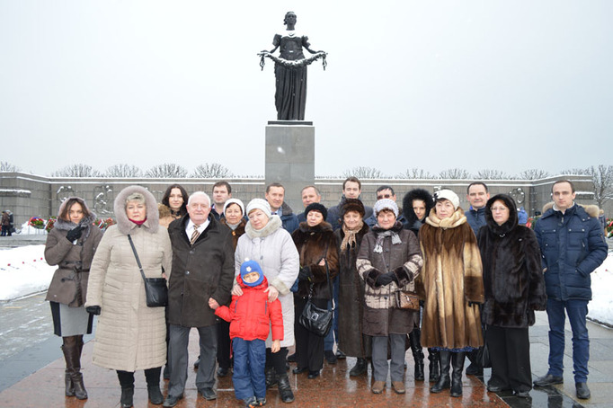 Возложение цветов к Пискаревскому мемориалу в годовщину снятия блокады Ленинграда, 27 января 2015 года фото 8