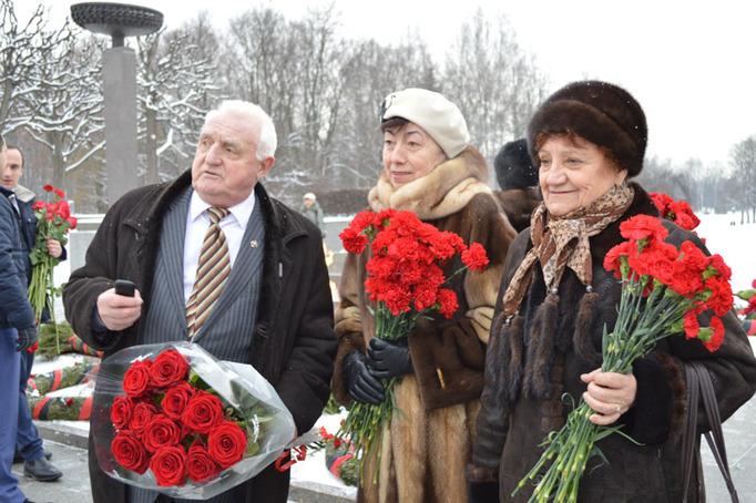 Возложение цветов к Пискаревскому мемориалу в годовщину снятия блокады Ленинграда, 27 января 2015 года фото 0