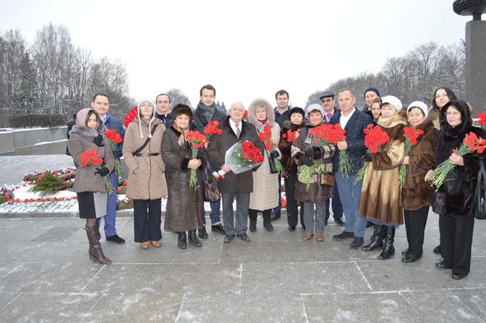 Возложение цветов к Пискаревскому мемориалу в годовщину снятия блокады Ленинграда, 27 января 2015 года фото 16
